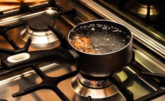 酢豚は何肉で作る?野菜を素揚げする理由や湯通しでも良いのか?