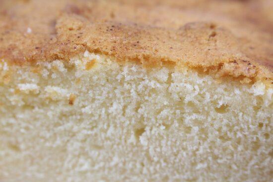 スポンジケーキのきめが粗い原因は?底がへこむや斜めに膨らむのは?