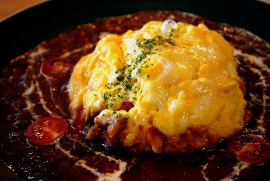 オムライスの卵何個必要?味付けのおすすめやふわふわにするコツは?